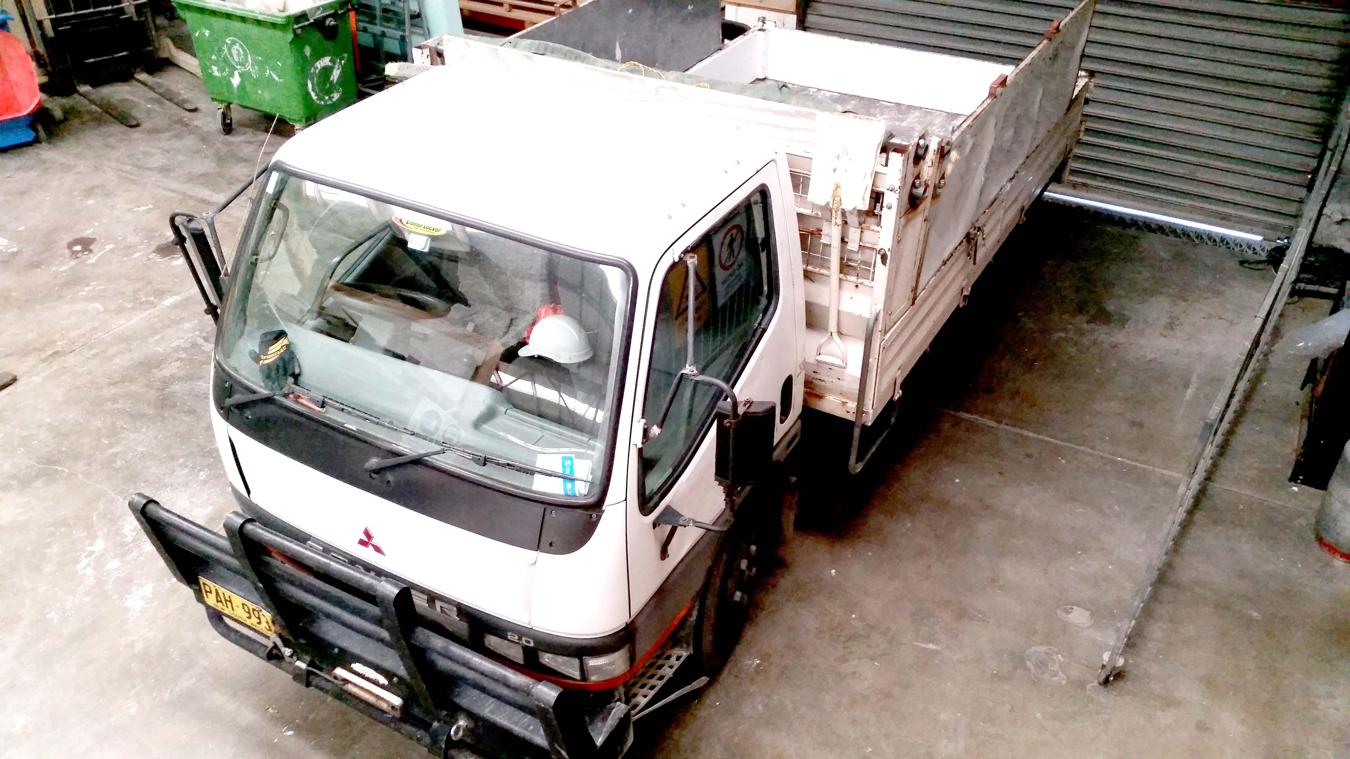 PAH993_Mitsubishi Canter (2)